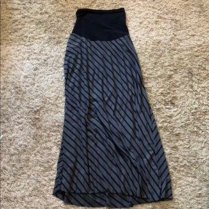 Comfy maternity skirt - small hole on side seam